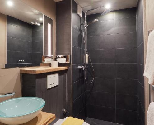 modernes badezimmer berghotel tirol wipptal